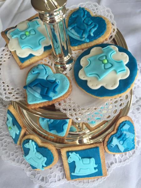 Süße Babycookies auf Etagère von Fräulein Streusel